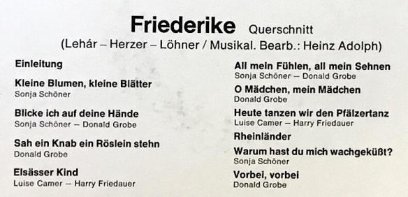 SchwarzFriederike_GoldenOperetteSide1And2